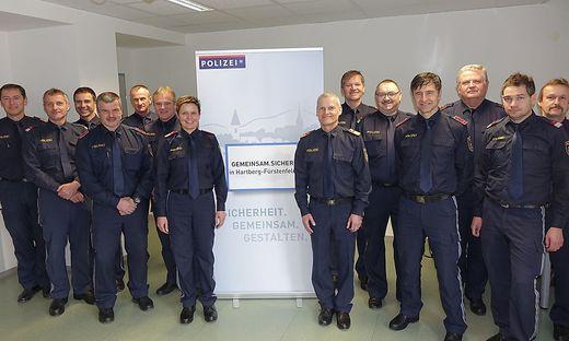 Die Sicherheitsbeauftragten von Hartberg-Fürstenfeld mit Koordinatorin Daniela Samer-Belfin und Kommandant Martin Spitzer (5.v.l.)