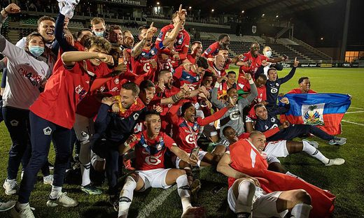 LOSC Lille s team celebrate the win against Angers SCO during the French championship Ligue 1 football match between Lil