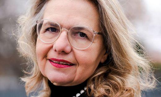 ++ HANDOUT ++ CORONA: THEATERVERLAGE SCHWER ANGESCHLAGEN - GF MARIA TEUCHMANN