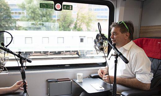 Werner Kogler fährt auch im Urlaub Zug.
