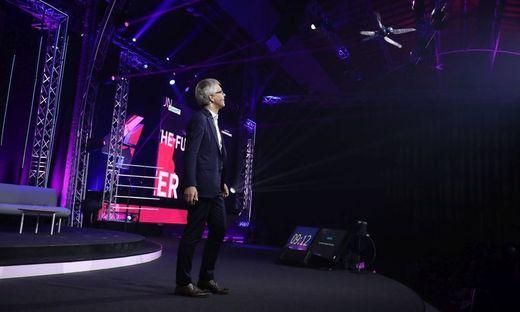 Festo-Vorstand Frank Melzer und sein BionicOpter