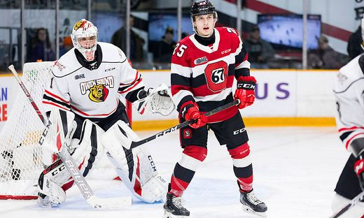 OTTAWA, ON - JANUARY 12: Ottawa 67 s Right Wing Daylon Groulx (25) sets up in front of Owen Sound Attack Goalie Mack Guz