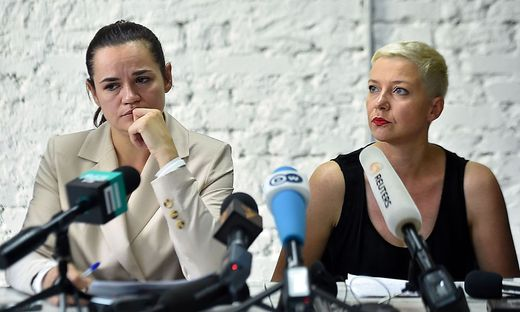 Swetlana Tichanowskaja und Maria Kolesnikowa bei einer Pressekonfernez Anfang August