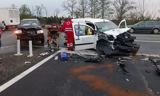 Bei dem Unfall wurden drei Personen verletzt