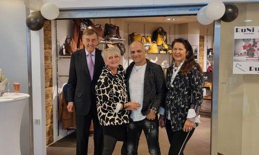 ece-Eigentümer Heribert Krammer, Nicole und Rudi Kreiner-Rzucidlo und Astrid Passenegg vor der neueröffneten Filiale