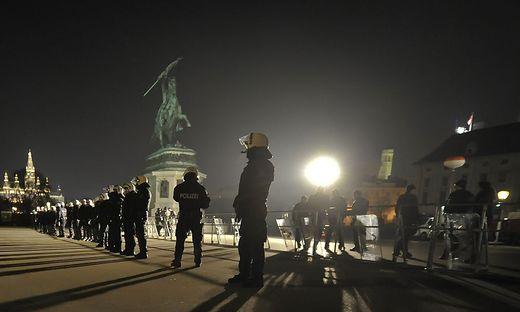 Polizeieinsatz im Wiener Regierungsviertel: Hier bei der Sicherung des Akademikerballs am Heldenplatz