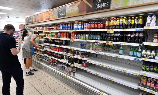 Für die leeren Supermarktregale scheint indessen nicht nur die Pandemie verantwortlich zu sein, sondern auch der Brexit und die derzeit große Hitze in Großbritannien
