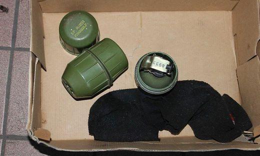 Die Handgranaten waren in Socken versteckt