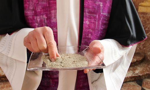 "Die Domkirche initiiert die Aktion ""Ashes to go""."