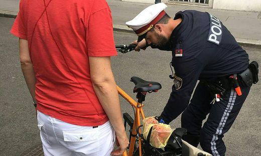201 Organmandate und 159 Anzeigen hat die Wiener Polizei am Dienstagnachmittag bei Schwerpunktkontrollen von Radfahrern ausgestellt