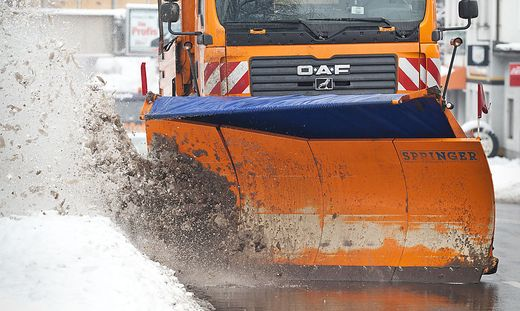Im Metnitztal stieß ein Pkw gegen das Schild eines Schneepflugs (Symbolfoto)