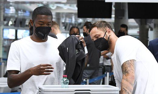 David Alaba und Marko Arnautovic am Flughafen