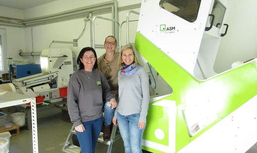 Freuen sich über die neue Sortiermaschine: Sylvia Pirker, Claudia Steinschneider und Doris Lengauer