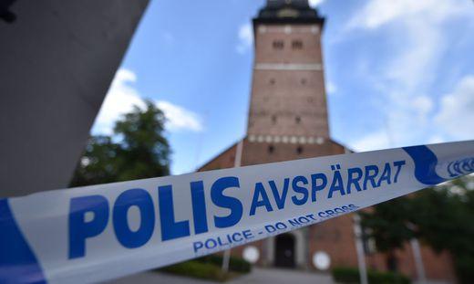 CORRECTION-SWEDEN-POLICE-ROYALS