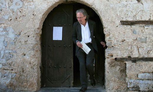Peter Handke im kosovarischen Dorf Velika Hoca 2008.