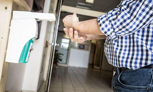 Die Hygienevorschriften sind beim Betreten und Verlassen der Station einzuhalten