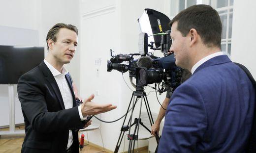 Konfrontation: Gernot Blümel und Martin Selmayr