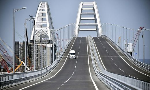 Feste Verbindung zu Russland Umstrittene Krim-Brücke für den Verkehr freigegeben