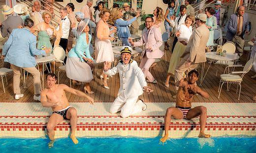 Das schaut nach Spaß aus: Pool-Party auf dem Weg nach New York
