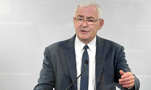 Nationalratsabgeordneter Martin Graf hält U-Haft bei Verstößen gegen die Quarantäne-Auflagen für überschießend.