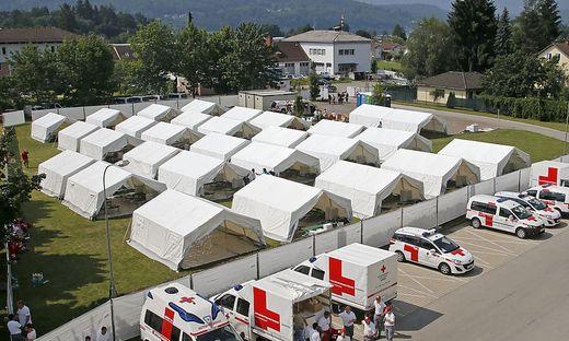 Statt Zelte, wie hier in Krumpendorf, sollen zukünftig Container aufgestellt werden