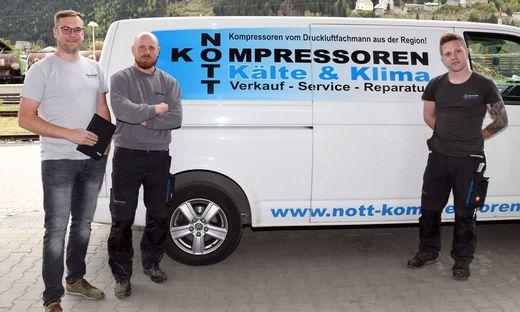 Christian Nott und die Servicetechniker Thomas Neuwirth und Christopher Gradnegger