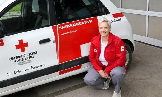 Sabine Ullreich ist als Heimhilfe und Rettungssanitäterin im Bezirk im Einsatz