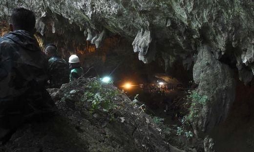 In Höhle eingeschlossen: Suche nach Buben läuft wieder