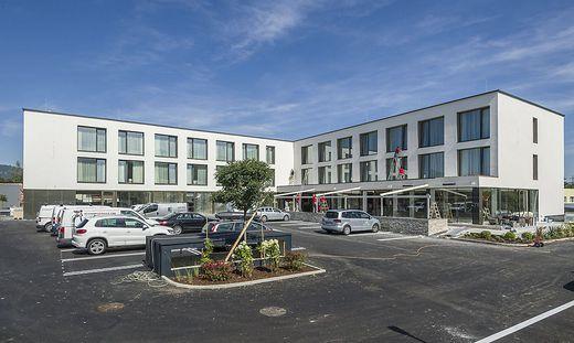 """Am Mittwoch wurde beim neuen""""Hotel Seven"""" in Maria Gail noch eifrig gearbeitet. Am Freitag wird es offiziell eröffnet"""