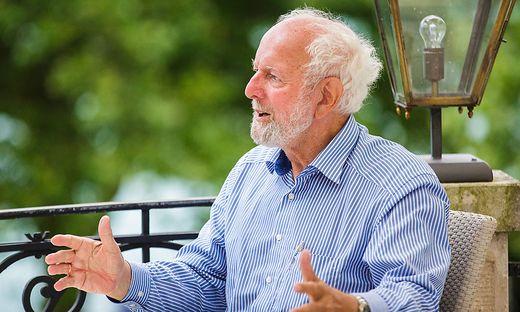 Hon. Prof. Dr. Ernst Ulrich von Weizsaecker Interview Parkhotel Villa Dermuth Poertschach