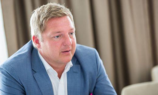 Günther Albel ist wegen falscher Beurkundung und Beglaubigung im Amt angeklagt