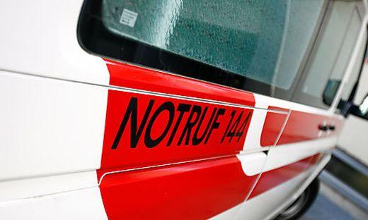 Der Kleinmotorradlenker und seine Beifahrerin wurden ins Klinikum Klagenfurt eingeliefert