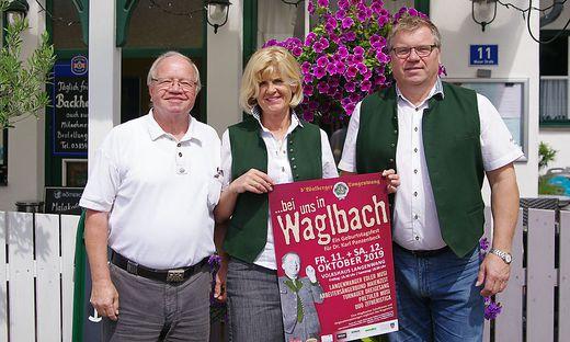 D' Walberger: Ehrenobmann Peter Buchsbaum, Tanzleiterin Marianne Milchrahmund Obmann Manfred Pink