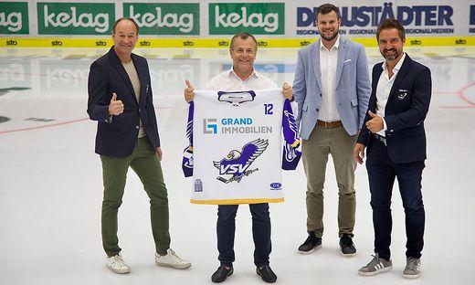 Rauchendwald, Grandits, Napokoj und Schwab (von links) feiern den Deal