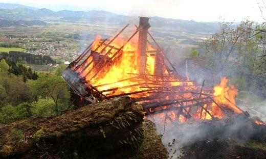 Das Ferienhaus in Flammen