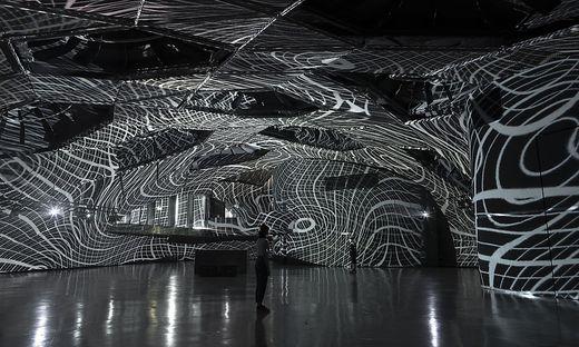 Raum-Klang-Installation im Space01
