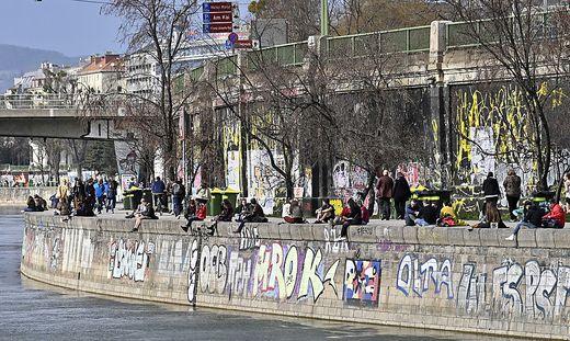 Ebenfalls gemeinsam mit der Gruppe für Sofortmaßnahmen hatte die Wiener Polizei am Samstagnachmittag eine Schwerpunktaktion am Donaukanal durchgeführt