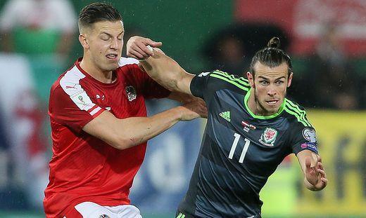 Kevin Wimmer (links) im Duell mit Gareth Bale