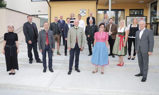 Der Gemeinderat von St. Marein-Feistritz mit den Ehrengästen Gabriele Kolar (links vorne) und Hans Seitinger (rechts vorne)