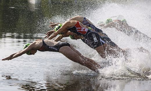 Die Schwimmstrecke ist so konzipiert, dass die Sportler teils parallel zur Promenade schwimmen