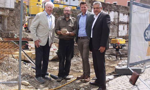 Müller, Tiefengraber, Pichler und Mock (von links): Die Archäologen gehen, die Bauarbeiter kommen.