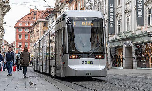 Die Variobahn ist knapp 27,5 Meter lang - die neuen Garnituren werden länger sein