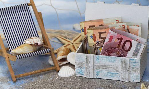 Von einer Weltreise träumen viele Lotteriegewinner. Aber auch Schuldentilgung, Vorsorge, Eigenheim oder neues Auto stehen auf der Wunschliste