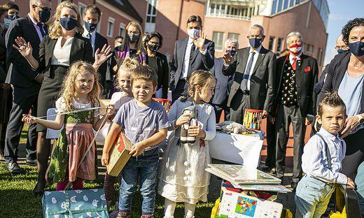 Landeshauptmann Peter Kaiser, Bundespräsident Alexander Van der Bellen und Staatspräsident Borut Pahor (von rechts)  im Bildungszentrum Hermagoras