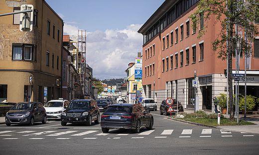 Aufgehobene Einbahnregelung an der Baustelle in der St. Veiter Straße