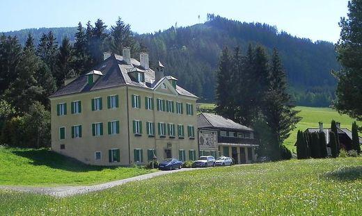 Dieses Hammerherrenhaus in der Gemeinde Gaal kann für knapp eine Million Euro erworben werden. Die Nähe zum Red-Bull-Ring sorgt auch bei Investoren für Interesse