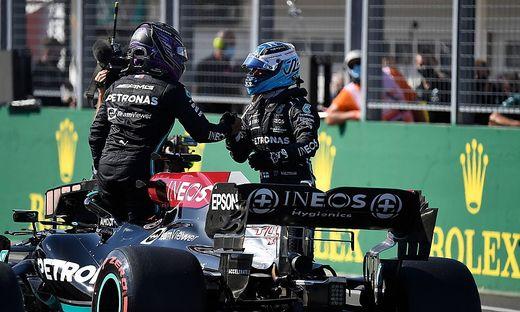Lewis Hamilton (links) und Valtteri Bottas starten beim Grand Prix von Ungarn am Sonntag aus der ersten Startreihe