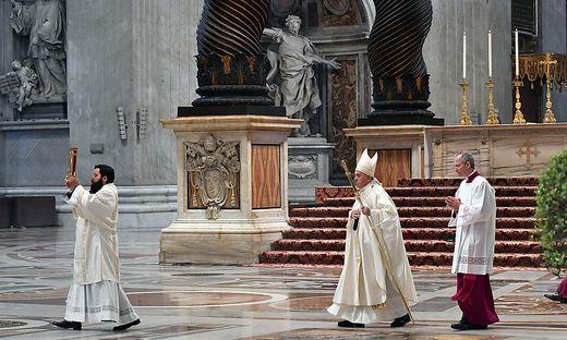 Vatikan - Papst Franziskus feiert Ostersonntag mit Segen