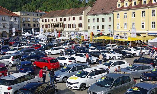 Die traditionelle Gebrauchtwagenschau wird am Freitag und Samstag wieder auf dem Brucker Koloman-Wallisch-Platz veranstaltet