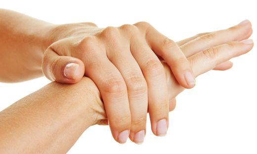 Das besonders häufige Händewaschen, das derzeit absolut nötig ist, strapaziert die Haut